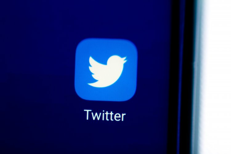 Twitter is working to stop tweets from disappearing as you read them